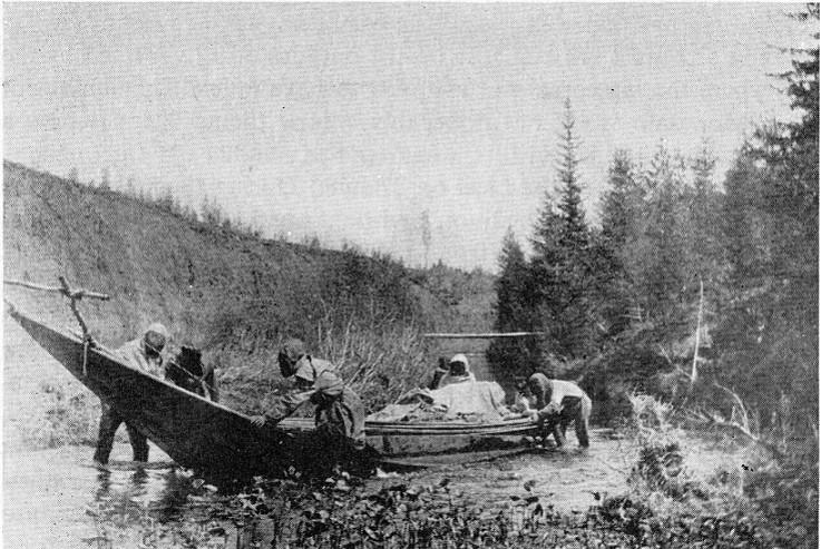 Kulik and team crossing the River Kushmo
